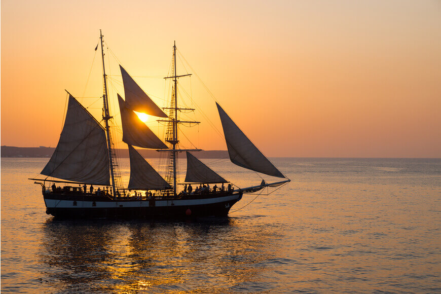 Santorini Honeymoon Best Things to Do & Where to Stay - Catch the enchanting sunset while sailing at the caldera - Santorini Gem - Kamari Tours Excursions